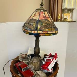 Lot#59- Great accent table with beautiful lamp & more