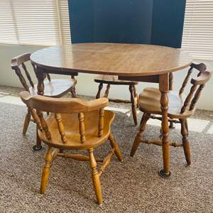 Lot#146- Vintage Table with Leaf and 4 Chairs!