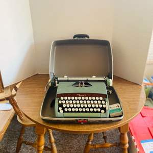 Lot#153- Vintage Sears Citation 12 Typewriter with Case