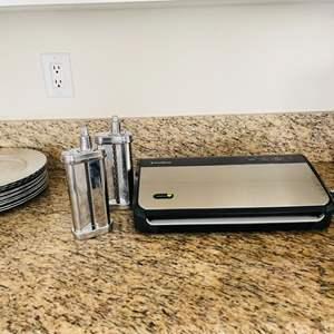 Lot # 57- FoodSaver Vacuum Sealer