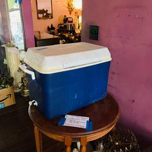 Lot # 124- Rubbermaid Ice Chest