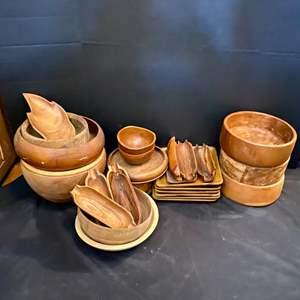 Lot # 147-Wood Serving Ware, Platters & Bowls