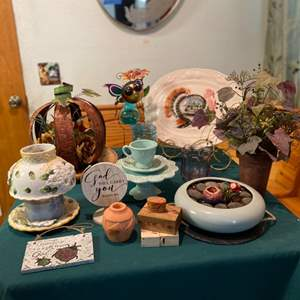 Lot # 30- Stylish Miscellaneous Decor- see all pictures